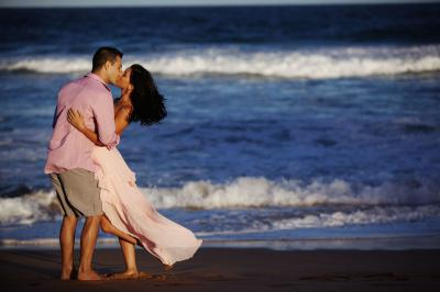 Limousine Beach Tour & Picnic for Romance Seeking Couples on the Emerald Coast