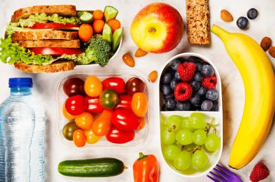 7 Tips to Eat Healthy While Traveling